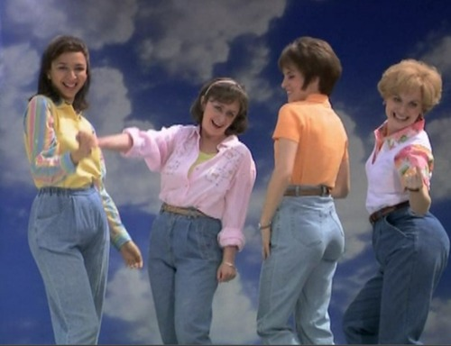 "The female comedians of Saturday Night Live wearing ""mom jeans"" in their mom jeans skit"